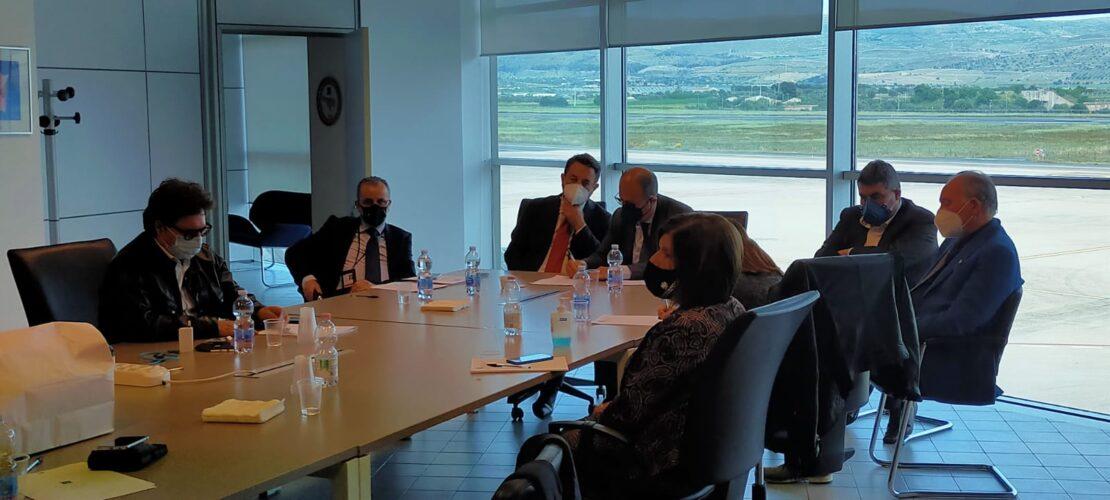Il sottosegretario Cancelleri in visita all'Aeroporto di Comiso